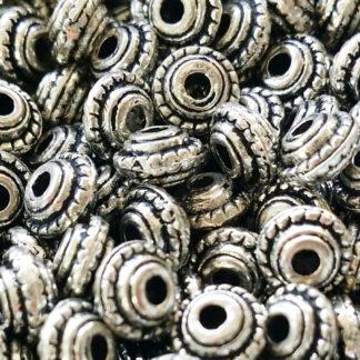 Metallpärlor samt rostfritt
